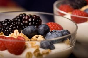 berries with yogurt
