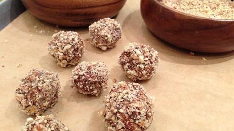 Almond Oat Balls